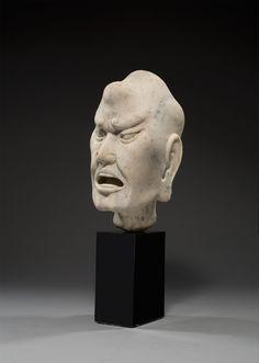 Chinesisch, Song-Dynastie  960 – 1279  Kopf eines Lohan. 13. Jahrhundert Marmor (montiert auf Sockel). 31 cm / Sockel: 16 cm (12 ¼ in. / Sockel: 6 ¼ in.)