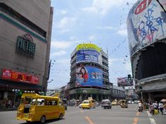 Busy Colon Street in cebu one of the oldest streets in asia