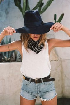Loving the fedora and silk scarf combination - accessorising at it best! | Awesome fashion clothes for stylish women from Zefinka.