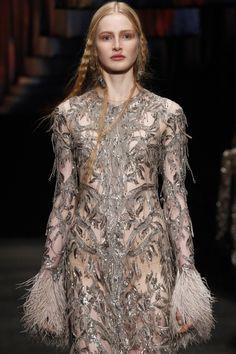 #AlexanderMcQueen  #fashion #Koshchenets  Alexander McQueen Fall 2017 Ready-to-Wear Accessories Photos - Vogue