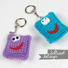 Material: (order here in the Pro-Spiel Shop) acrylic yarn or cotton yarn key . Crochet Pattern, Knit Crochet, Knitting Patterns, Diy And Crafts, Crafts For Kids, Crochet Baby Cardigan, Crochet Keychain, Christmas Gift Baskets, Textiles