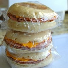 Make-Ahead Meals And Snacks To Eat Healthy Without Even Trying Freezer Breakfast Sandwiches --good to grab for breakfast on the go.Freezer Breakfast Sandwiches --good to grab for breakfast on the go. Breakfast Desayunos, Breakfast Dishes, Breakfast Recipes, Breakfast Healthy, School Breakfast, Breakfast Casserole, Grab And Go Breakfast, Quick Breakfast Ideas, Breakfast Cooking