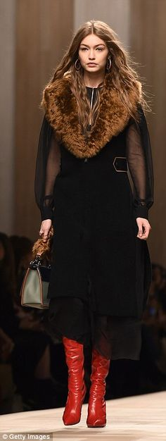 Kendall Jenner wows in retro glasses at Fendi MFW show | Daily Mail Online