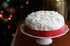 Marzipan 25 Best Cake Designs For Christmas 2018 Christmas Christmas Cake Birthday Cake Wedding Cake Cake Decorating 2019 Biscuit Christmas& The post Fondant Icing Decorations For Christmas Cakes appeared first on The Cake Boutique. Christmas Cake Recipe Traditional, Traditional Wedding Cake, Fondant Icing, Fondant Cakes, Frosting, Christmas Cake Decorations, Christmas Cakes, Christmas Fruitcake, Xmas Cakes