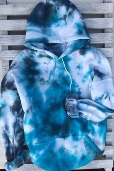 bleach tie dye diy flannel tie dye shirts for preschoolers tie dye t shirt outfit Moda Tie Dye, Diy Tie Dye Shirts, Diy Tie Dye Sweatshirt, Tie Dye Jeans, Diy Shirt, Tie Dye Shoes, Blue Tie Dye Shirt, Diy Tank, Trendy Hoodies