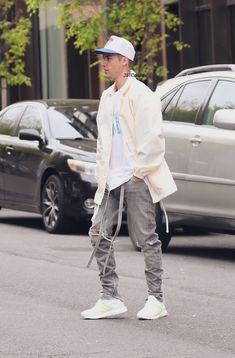Justin Bieber Outfits, Justin Bieber Style, Justin Bieber Wallpaper, Jaden Smith, Nikki Bella, Great Life, Dress Codes, Winter Fashion, Street Wear