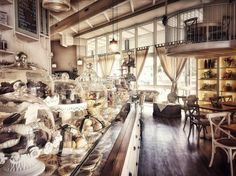 Qui è sempre magia @la_patisserie__  #lapatisserie #bassanodelgrappa #buongiorno #picoftheday #instafood #foodlover #pasticceria #vegan #follow #instagood #moments #love #moments #beautifulplaces #foodies #vintagestyle #gourmet #italianexperience