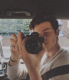 Imagine him doing photos to you while driving