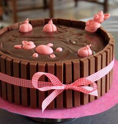 Ce gâteau d'anniversaire très original plaira aux enfants : un bain de boue avec des petits cochons roses qui s'y baignent. Une ravissante réalisation de Vanessa pour notre jeu concours Gâteau d'anniversaire.