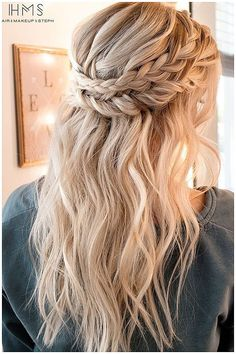 Crown Braid Hairstyle Half Up Half Down Wedding Hairstyles for Medium Length Hai Couronne tresse coi Elegant Wedding Hair, Wedding Hair Down, Trendy Wedding, Boho Wedding, Wedding Half Updo, Diy Wedding Hair, Wedding Braids, Wedding Pins, Boho Bride