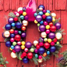 Coroa de bolas coloridas