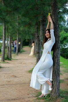 Weird Things Women Do After Breakup And Men Are Clueless Vietnamese Traditional Dress, Vietnamese Dress, Traditional Dresses, Ao Dai, Asian Model Girl, Beautiful Asian Girls, Beautiful Hijab, White Girls, Asian Fashion