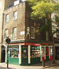 Pollock's Toy Museum is a museum and small toy shop housed in two atmospheric historic buildings in London's Fitzrovia. - London