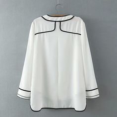 SheIn offers White Round Neck Contrast Trims Dip Hem Blouse & more to fit your fashionable needs. Simple Blouse Pattern, Dress Neck Designs, Traditional Fashion, Latest Street Fashion, 2000s Fashion, Plus Size Swimwear, Couture, Casual Dresses, Long Sleeve Shirts