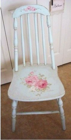 Shabby Chic ♥ Antique Cottage Rose Chair - make one with decoupage Shabby Chic Pink, Shabby Chic Logo, Shabby Chic Garden, Shabby Chic Kitchen, Shabby Chic Cottage, Vintage Shabby Chic, Shabby Chic Homes, Shabby Chic Style, 60s Kitchen