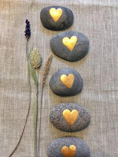 Pebble Painting, Pebble Art, Stone Painting, Stone Crafts, Rock Crafts, Wedding Gifts For Guests, Wedding Favors, Gift Wedding, Table Wedding