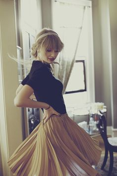 Taylor Swift's Yellow accordion pleated skirt – Red Album photoshoot.  Outfit details: http://wwtaylorw.com/1830/