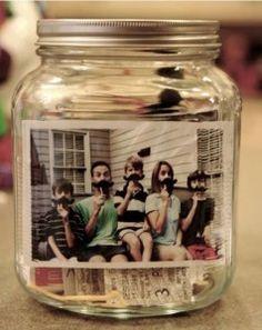 Portafoto fatto dal riuso dei barattoli in vetro