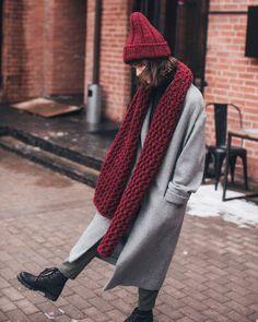 Cardigan Blazer, Chunky Knit Cardigan, Stylish Winter Outfits, Warm Outfits, Uniqlo Women Outfit, Knit Fashion, Fashion Outfits, Outfits With Hats, Fashion Seasons