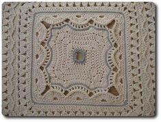 Saiba como fazer os mais lindos tapetes de barbante. São mais de 150 fotos de tapete de crochê com gráficos e passo a passo super fácil.