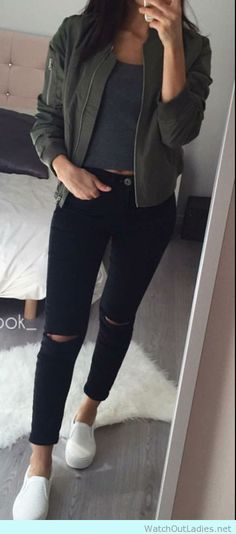 Casual look with skinny rip jeans, crop top and white sneakers for school