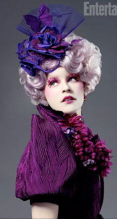 Elizabeth Banks (Effie Trinket) The pink-haired, sadistically bubbly Trinket serves as an escort for District 12 tributes Katniss Everdeen and Peeta Mellark. Also a bit of a social climber, Trinket is all too excited to be part of the reaping Hunger Games Characters, Hunger Games Humor, Hunger Games Catching Fire, Hunger Games Trilogy, Katniss Everdeen, Fashion Tv, Rome Fashion, City Fashion, Fashion Games