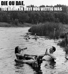 Couples floating down the Apple River while drinking beer in Somerset, WI 1941 // Alfred Eisenstaedt Happy Together, Les Petits Frenchies, Modern Hepburn, Percabeth, Summer Of Love, Summer Fun, Summer Breeze, Summer Days, Big Sur