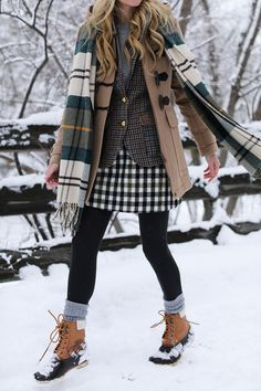 Cozy 30+ Comfortable Snow Outfit Ideas For Feeling Comfort When Snow Coming https://www.tukuoke.com/30-comfortable-snow-outfit-ideas-for-feeling-comfort-when-snow-coming-14142