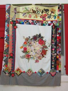 Patchwork quilt with broderie perse, featured at Made in Nanas (France)