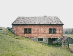 Rasmus Norlander photo - interesting build into the hill