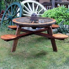 Wagon wheel picnic table - Patio Table - Ideas of Patio Table Garden Table, Patio Table, Picnic Table, Outdoor Tables, Outdoor Decor, Outdoor Living, Western Decor, Country Decor, Outdoor Projects