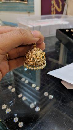 Gold Jewelry Design In India Info: 6246469946 Diamond Jhumkas, Gold Jhumka Earrings, Gold Earrings Designs, Indian Earrings, Gold Jewellery Design, Gold Jewelry, Jhumka Designs, Cartier Jewelry, Diamond Jewellery