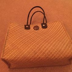 Cute beach bag Super cute beach bag! Hardly used, perfect condition! Bags Totes