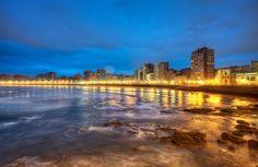Place: Playa de San Lorenzo, Gijón / Asturias, Spain. Photo by: Marc (flickr)