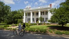 Madison, Georgia - The South's Best Small Towns 2017 - Southernliving. Uber-Southern, Madison has around 50 antebellum buildings downtown—plus galleries, shops, and dining spots. Madison Georgia, Madison Morgan, Savannah Georgia, Antebellum Homes, Historic Homes, Staycation, Key West, Bed And Breakfast, Usa