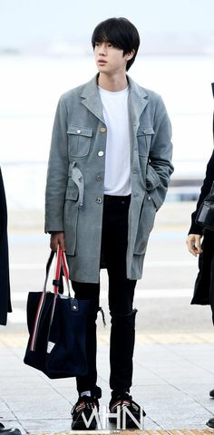 Seokjin, Bts Airport, Airport Style, Airport Fashion, Airport Outfits, Blackpink Fashion, Urban Fashion, Fashion Ideas, Bts Inspired Outfits