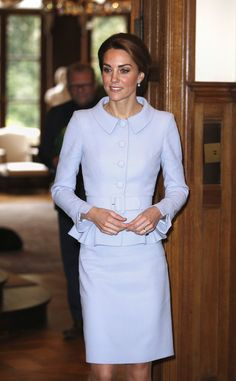 Kate Middleton Photos Photos - Catherine, Duchess of Cambridge attends the British Ambassador's Residence in The Hague on October 11, 2016 in The Hague, Netherlands. - The Duchess of Cambridge Visits The Netherlands