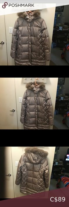 Jessica Ladies Coat Puffer slim, fox fur & down This Jessica Coat is size 18 or L, Slim Puffer /Hood, 100% Polyester,70% Down 30% water fowl Snaps - Up,,and Zips up ,,two side pockets fox fur collar, excellent condition,,worn once Jessica Jackets & Coats Puffers Long Winter Coats, Winter Jackets, Harry Potter Twins, Jessica Black, Coats For Women, Jackets For Women, Black Puffer, Quilted Jacket
