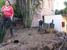 Alumnos del #P01Cuernavaca del #Cobaem_Morelos limpian las distintas áreas verdes para conservación y cuidado. #juventudcultayproductiva