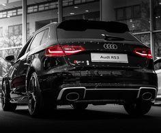 Die Schönheit der Kraft: der Audi RS 3 Sportback. Foto: @gencyphotographie #audi #rs3 #quattro #mythosschwarz #audideutschland #gencyphotography #cars #potd #vorsprungdurchtechnik #frankfurt #audizentrumfrankfurt by audi_de