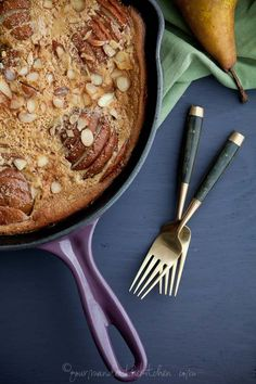 I've updated the traditional french pear clafoutis (flognarde) recipe and made it gluten-free, grain free, with un-refined sugar and low in sugar over-all. Patisserie Sans Gluten, Dessert Sans Gluten, Paleo Dessert, Gluten Free Desserts, Dessert Recipes, Pear Recipes, Healthy Recipes, Healthy Sweets, Cooking Recipes
