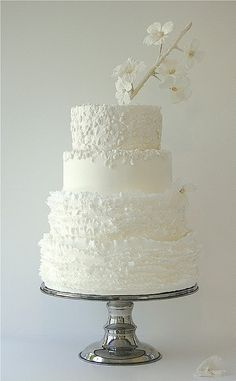 okay idk what this thing is sticking out of the top but i love the designs on this cake..so elegant.