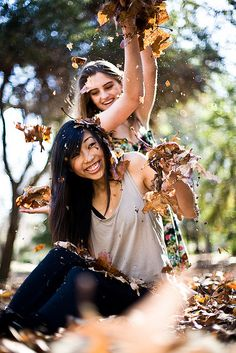 19 Super Ideas Photography Poses For Friends Fun Bff Pics Bff Pics, Sister Pictures, Best Friend Pictures, Best Friends Shoot, Fall Friends, Friends Photo Shoot, Photoshoot With Friends, Poses Photo, Picture Poses