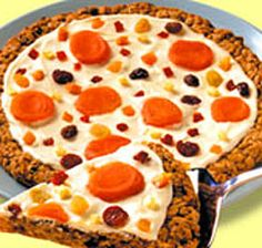 Use dried fruit for toppings. Candy Pizza, Cookie Pizza, Cookie Bars, Cookie Recipes, Dessert Recipes, Desserts, Cute Food, Yummy Food, Oatmeal Raisin Cookies