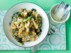 Hauduta mehevä risotto kukkakaalista ja kvinoasta. Paista kukkakaalin rapeat lehdet annoksen koristeeksi.
