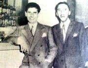 """toros amor y gloria   Lorenzo Garza y el doctor Abaunza en la barra del """"Ciro's"""""""