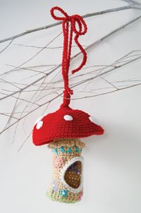 Toadstool Birdhouse - #Crochet this cute mushroom #birdhouse for your feathered friends!