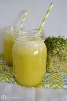 Aprende a preparar una deliciosa y refrescante agua de piña con alfalfa con esta fácil receta con fotos paso a paso! Perfecta para acompañar tus platillos saludables.