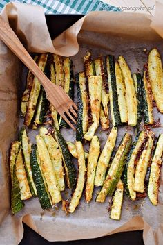 Zucchini fries are a light and healthy snack. They are very tasty and certainly . - Zucchini fries are a light and healthy snack. They are very tasty and will addict you. Gf Recipes, Kitchen Recipes, Vegetarian Recipes, Cooking Recipes, Healthy Recipes, Health Dinner, Creative Food, Vegetable Recipes, Appetizer Recipes