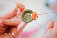 ButtonArtMuseum.com - Super cute Button Necklace! Only takes 30 minutes to make!